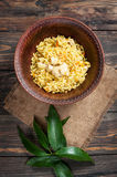 米用肉和菜在一个老桌特写镜头 上面垂直的看法 图库摄影