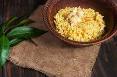 米用肉和菜在一个老桌特写镜头 库存图片