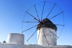 米科诺斯岛风车 库存照片