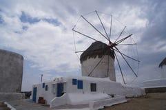 米科诺斯岛风车 免版税图库摄影