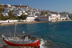 米科诺斯岛,希腊- 2010年9月13日:享受一个假期的人们 免版税库存图片