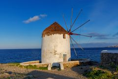 米科诺斯岛 一台老传统风车 免版税库存照片