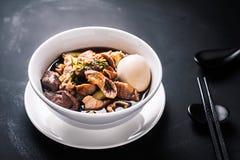 米粉或煮沸的中国面团正方形浆糊 免版税库存照片