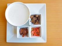 米粥和配菜 库存照片