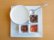 米粥和配菜 免版税库存图片