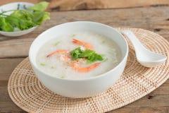 米粥用在碗的虾 免版税图库摄影