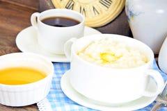 米粥用甜黄油、果酱和咖啡 库存照片