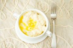 米粥用甜黄油、果酱和咖啡 免版税库存照片