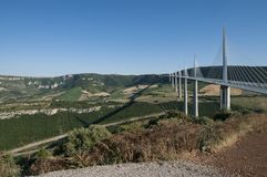 米约高架桥在2015年6月26日的南法国 图库摄影