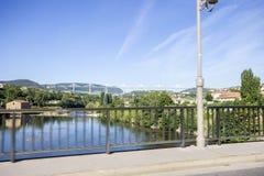 米约高架桥,在米约附近跨过河塔恩省谷在南法国的一座缆绳被停留的桥梁 它是talles 库存图片