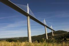 米约高架桥,在米约附近跨过河塔恩省谷在南法国的一座缆绳被停留的桥梁 它是talles 免版税图库摄影