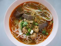 米线用辣猪肉调味,包括猪排,猪肉机智 免版税库存图片