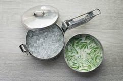 米线由米制成吃与椰子奶油 免版税库存照片