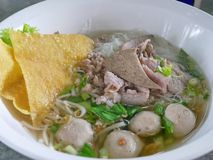 米细面条用纯净汤我khao nam sai 免版税库存图片