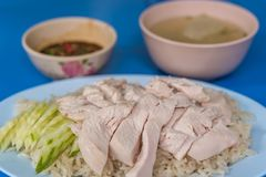 米蒸了用鸡汤在街道食物 库存图片