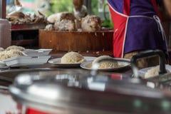 米蒸了用鸡汤在街道食物 免版税库存图片