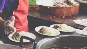 米蒸了用鸡汤在街道食物 库存照片
