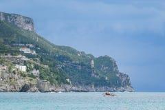 米诺利和马奥莱,阿马尔菲海岸,褶皱藻属,意大利 免版税库存照片