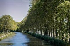 米迪运河在卡斯泰尔诺达里,法国 免版税库存照片