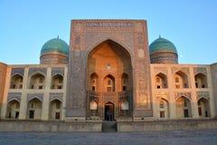 米里阿拉伯madrasah在布哈拉 免版税库存图片