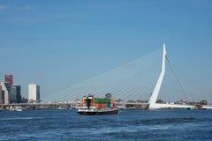800米长的偶象Erasmusbrug在一个晴天,鹿特丹,荷兰 库存图片