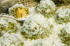 黏米饭和绿豆饺子 库存图片