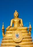 12米高大菩萨图象,由22吨黄铜做成在Phu 免版税库存照片