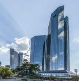 155米高德意志银行姊妹楼底视图  免版税库存图片