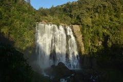 35米高Marokopa在新西兰落 库存照片