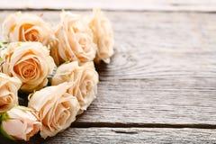 米黄玫瑰花束  库存照片