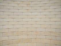 米黄砖被仿造的墙壁 库存图片