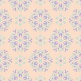 米黄花卉背景 与紫罗兰色和蓝色元素的无缝的样式 免版税库存图片