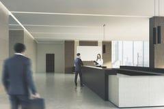 米黄办公室,黑暗的招待会,人们,边 库存图片