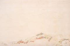 米黄墙壁都市老纹理破旧的膏药 免版税库存照片