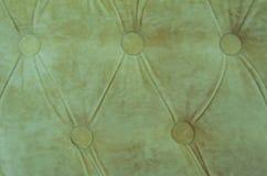 米黄天鹅绒切斯特菲尔德样式背景 库存照片