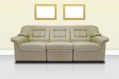米黄现代沙发 库存照片