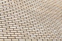 米黄砖墙背景 免版税库存图片