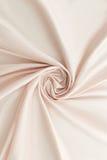 米黄背景豪华布料或难看的东西丝绸纹理缎天鹅绒波浪折叠  图库摄影