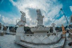 20米Kuan尹,同情&慈悲的女神高白色玉雕象  免版税库存图片