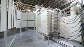 粉末涂层房间的操作在一个静电场的 股票录像