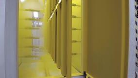 粉末涂层房间的操作在一个静电场的 影视素材