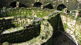 粉碎的土牢大量废墟 库存照片