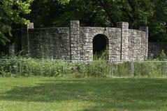 粉碎的石墙 免版税库存图片