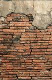 粉碎老墙壁的背景砖 免版税库存照片