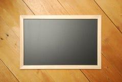 粉笔板顶视图有木背景 图库摄影
