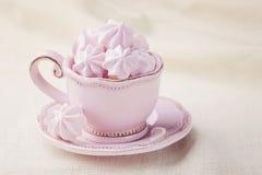 粉红色色的蛋白甜饼 免版税库存照片