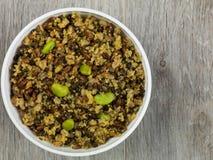 整粒超级食物用扁豆和菜 免版税库存照片