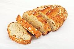 整粒面包用燕麦和坚果 库存照片