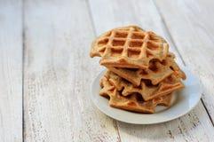 整粒麦子和燕麦奶蛋烘饼 免版税库存图片