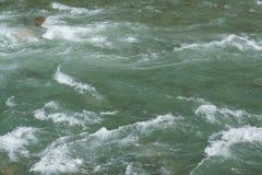 粗砺的动荡海水 免版税库存图片